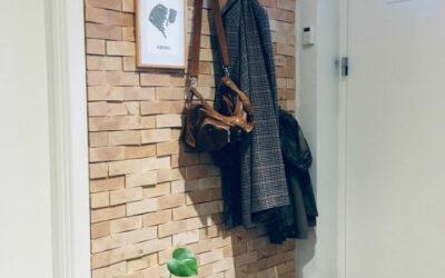Personlig og bæredygtig vægdekoration i entré
