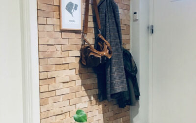 Personal and sustainable wooden wall decoration in the lobby