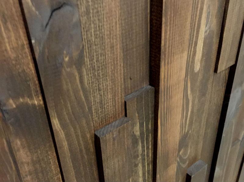NORTO Munk trælameller til væggen (med brun olie)