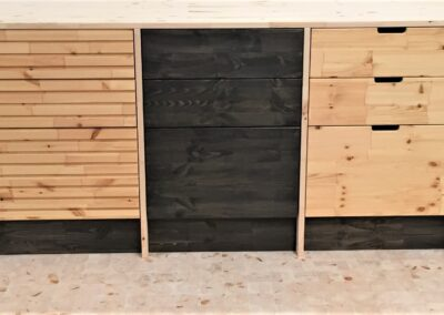 Wood kitchen with different fronts and grips