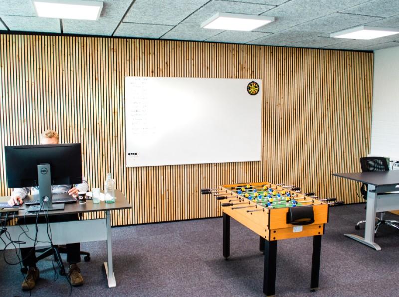 NORTO Bech vægbeklædning på kontoret hos Turnpikes