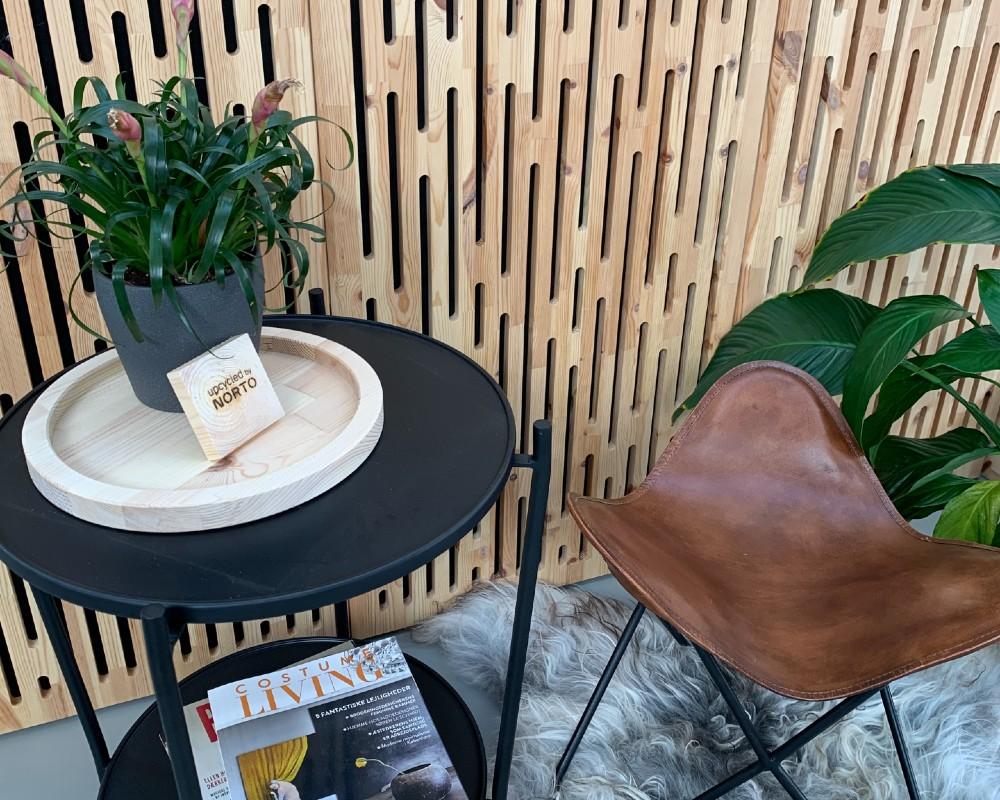 NORTO Toft akustikpanel i træ som vægdekoration i stue