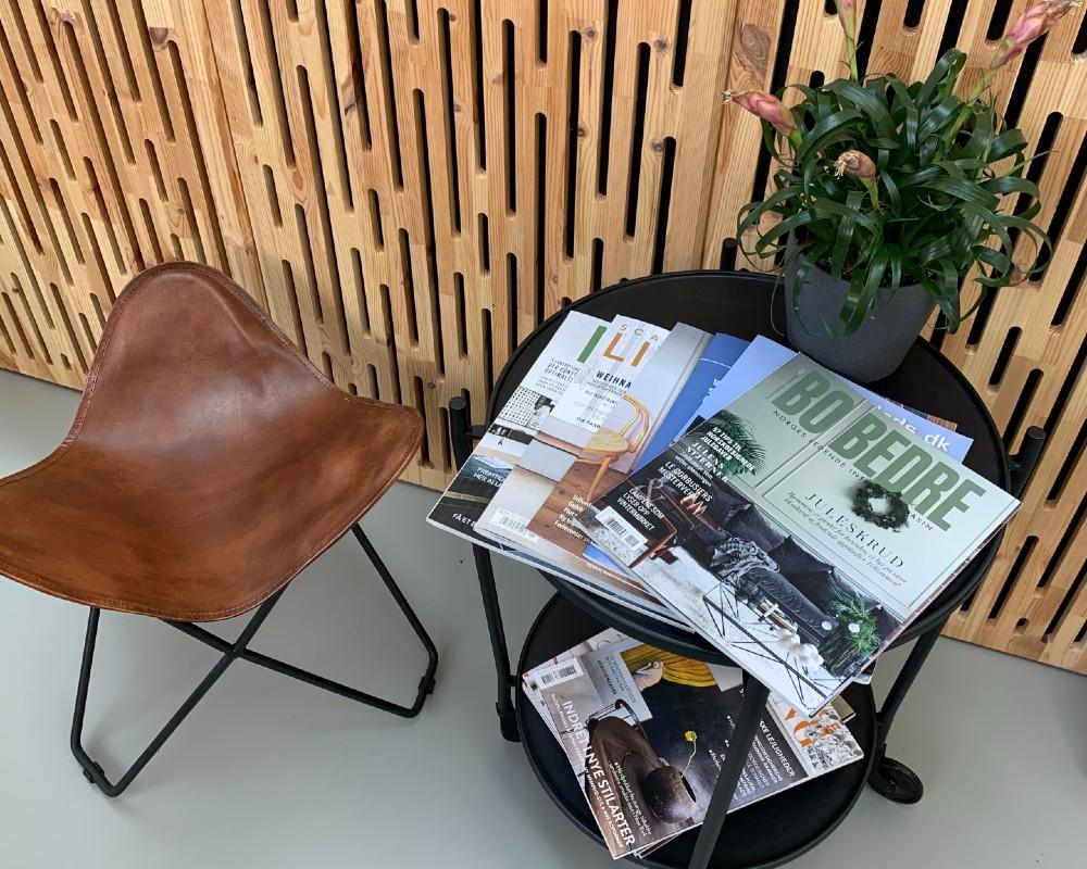 NORTO Toft akustikpanel i resttræ som vægdekoration i stue- og entremiljø