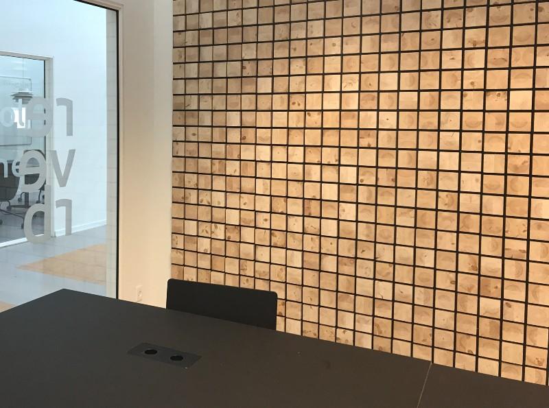 NORTO Holm akustikpaneler i træ i kontorindretning hos Sound Hub Denmark