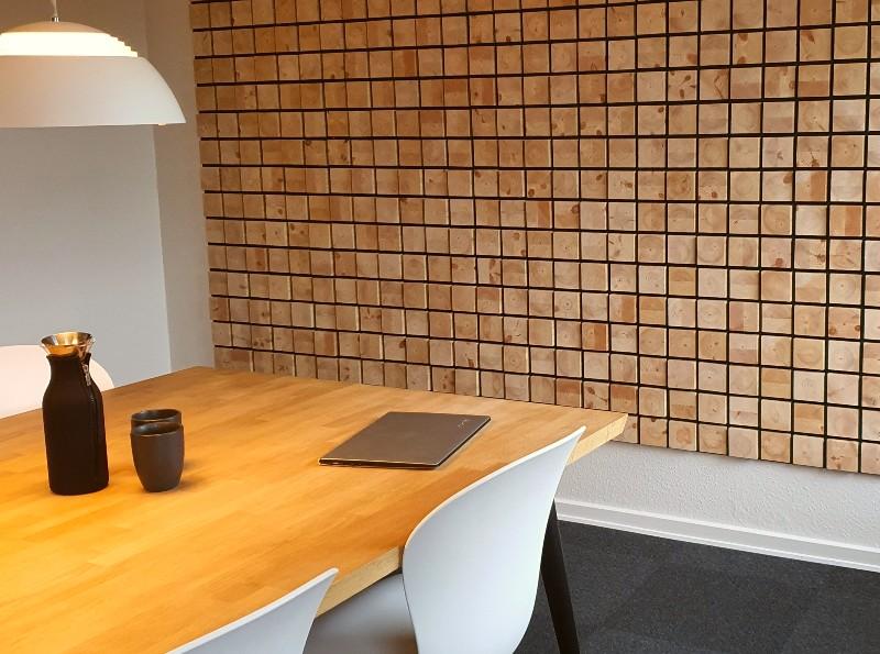 NORTO Holm bæredygtige akustikpaneler i træ i mødelokale.