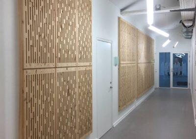 NORTO Toft akustikpaneler monteret på væggen i gangareal hos Sound Hub Denmark
