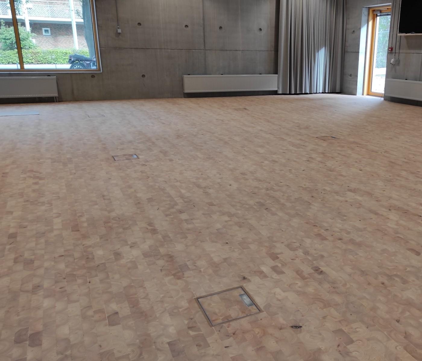 Træklodser på gulv hos New Aarch (Århus Arkitektskole)