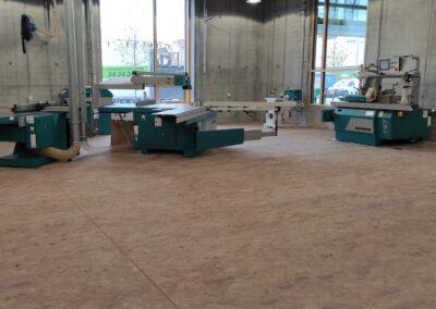 Træklodser på gulv i værksted hos New Aarch (Århus Arkitektskole)